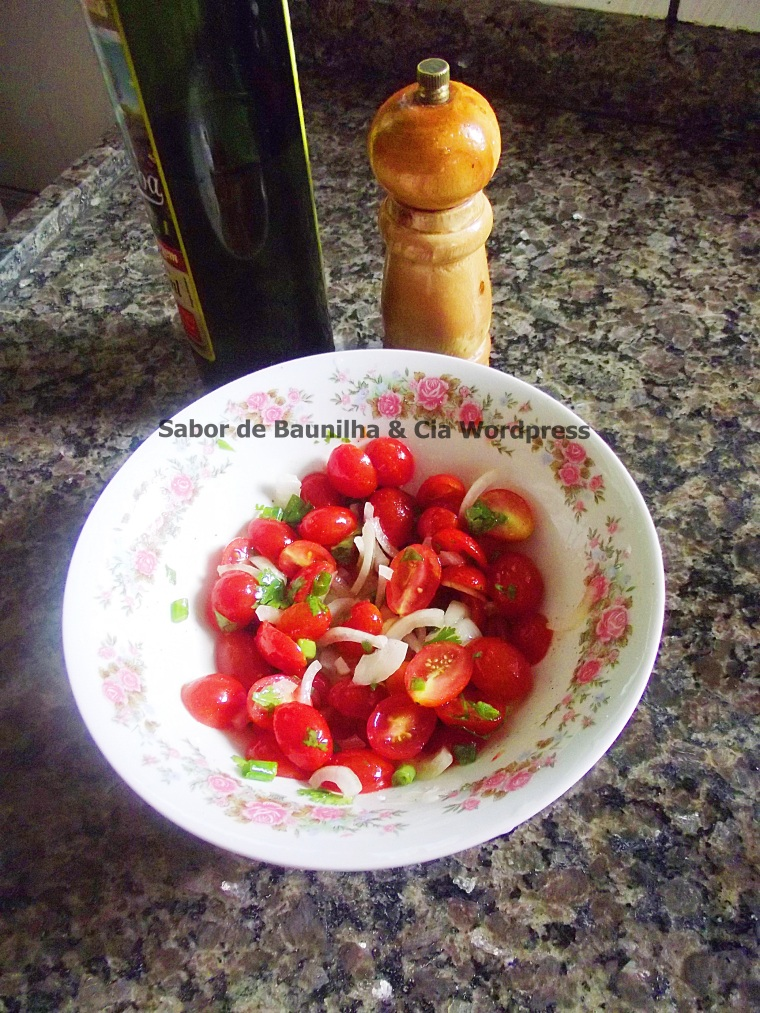 salada de tomates cereja